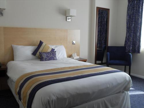 Photo of BEST WESTERN Gatwick Skylane Hotel Hotel Bed and Breakfast Accommodation in Horley Surrey