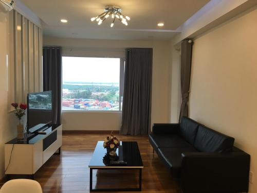 Nancy Thuy Tien Apartment 1011, 头顿