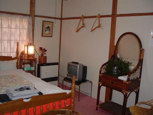 Japanese-Style Family Room (6 Adults) with shared Bathroom