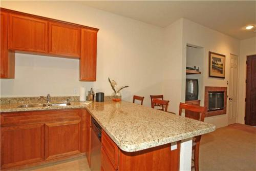 Casitas Las Rosas (Q1107)-Walk to Shops-Upper Unit Condo