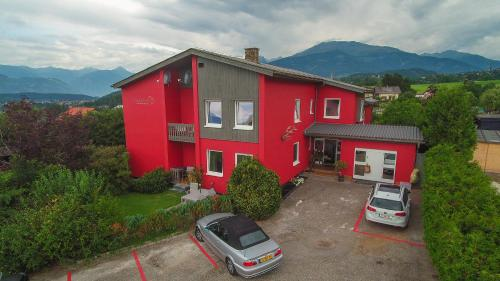 Apartament cu balcon și vedere la munte (Apartment with Balcony and Mountain View)