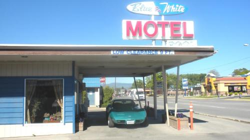 Picture of Blue and White Motel