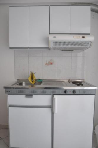 Apartments Stavroula, Vrasná