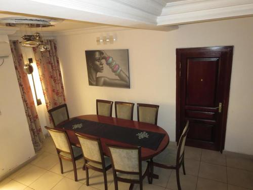 Appartement Duplex Chic à Bali Douala