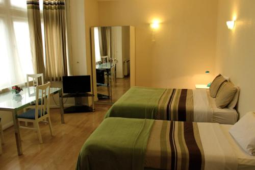 Photo of Palace Court Holiday Apartments Self Catering Accommodation in London London
