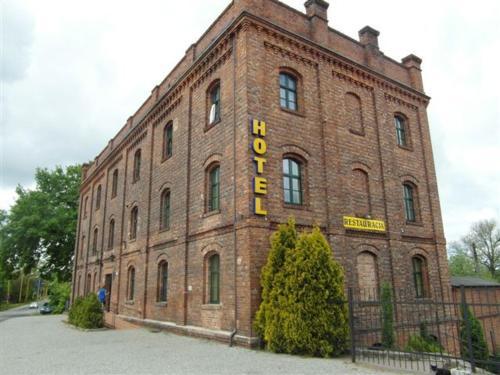 Hotel Mały Młyn front view