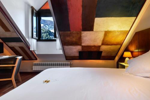 Double Room with Bathtub Hotel La Casueña 7