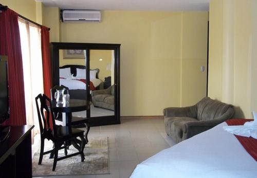 Hotel Thunderbird Resorts front view