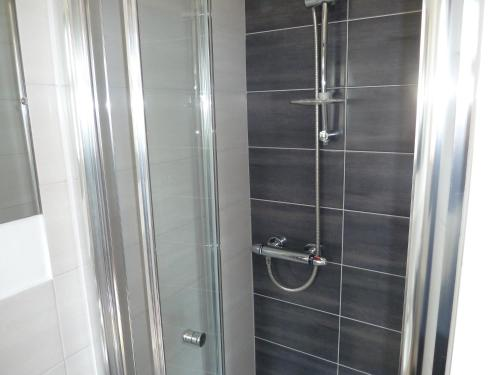 Double Comfort with Shower