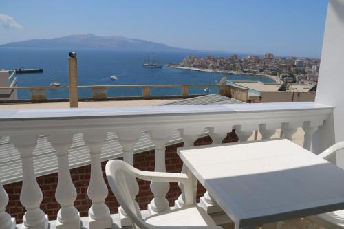 Tarace sea view apartment, Sarandë