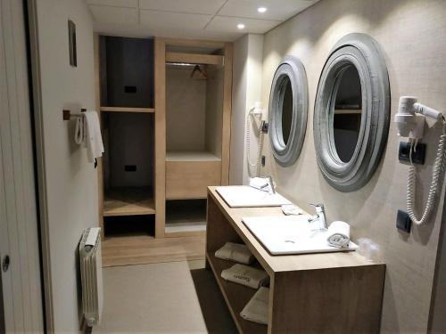 Habitación Cuádruple con ducha Hotel Santa Cristina Petit Spa 3
