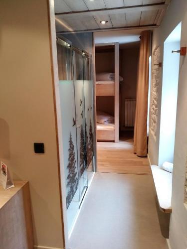 Habitación Cuádruple con ducha Hotel Santa Cristina Petit Spa 4
