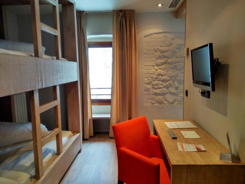 Habitación Cuádruple con ducha Hotel Santa Cristina Petit Spa 6