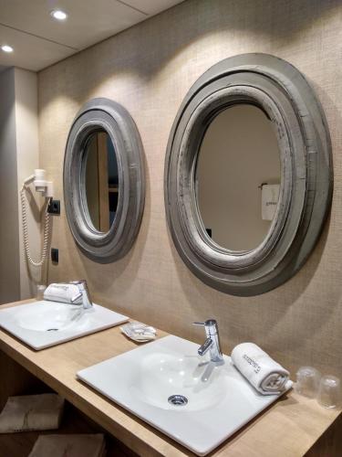 Habitación Cuádruple con ducha Hotel Santa Cristina Petit Spa 7