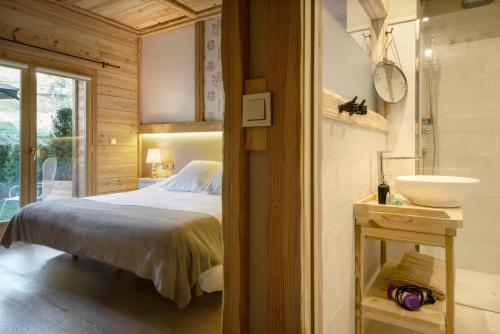 Superior Double Room Hotel Viñas de Lárrede 16