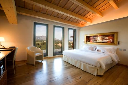 Deluxe Double Room with Mountain View Can Bonastre Wine Resort 1
