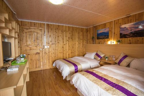 Twin soba sa pogledom na planine (Twin Room with Mountain View)