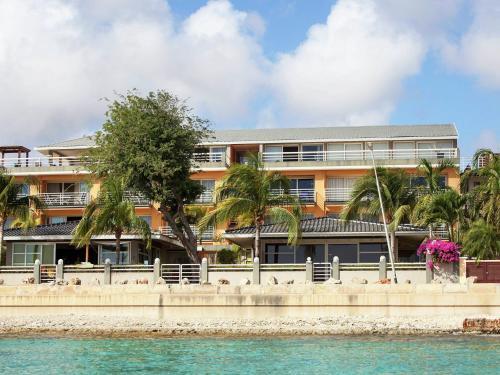 Buena Vista Karibe, Kralendijk