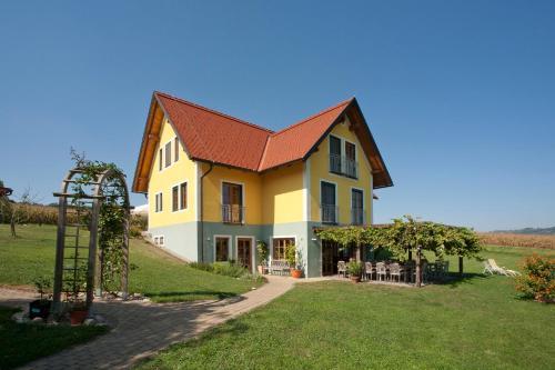 Winzerhof Gästezimmer Grebenz - Familienapartment (4 Erwachsene + 1 Kind)