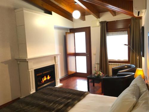 Habitación Doble Superior con chimenea y acceso al spa Hotel Del Lago 7