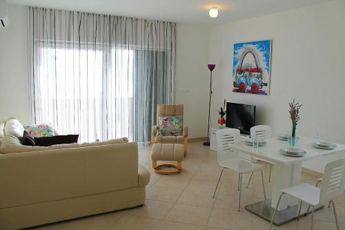 Apartament amb Balcó (Superior Apartment with Balcony and Sea View)