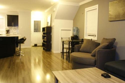Voluptuous 3 Bedroom Townhouse mins from downtown