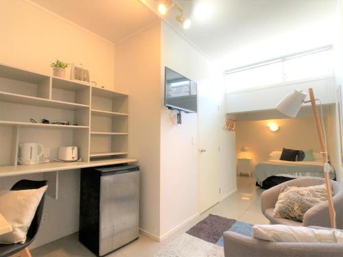 Nice and cozy studio in Kingsland. Great value!!!