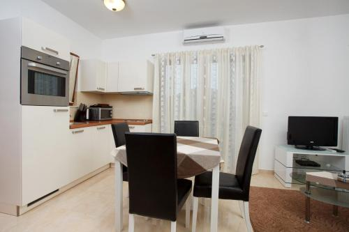 Apartments Tisno