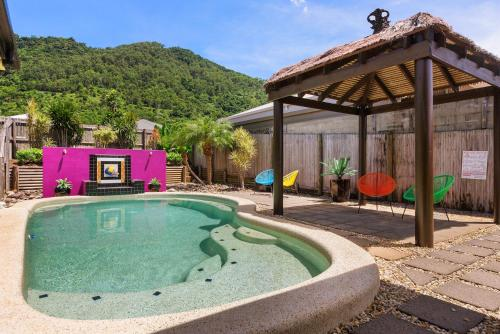 Private Large Cairns Family Home, Rainforest Views, Cairns