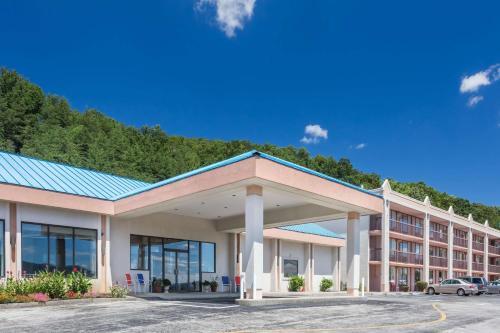 Howard Johnson by Wyndham Salem Hotel & Conference Center