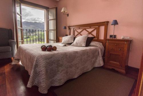 Habitación Triple con vistas Hotel Puerta Del Oriente 12