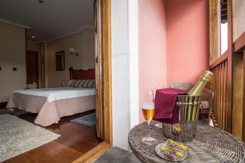 Habitación Triple con vistas Hotel Puerta Del Oriente 15