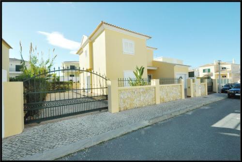 Vila Victoria, Alcantarilha
