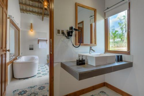 camia resort spa