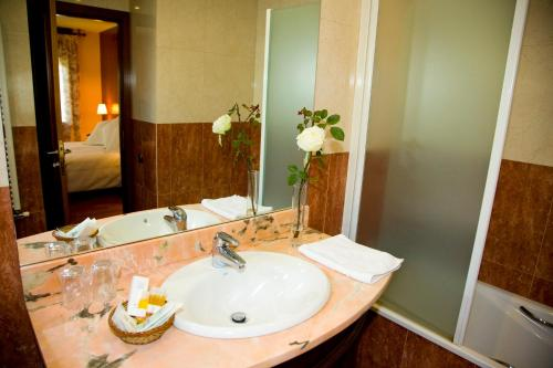 Suite with Fireplace and Spa Access Hotel Del Lago 3
