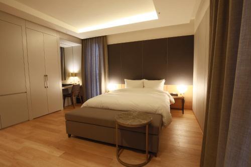 Hotel East9