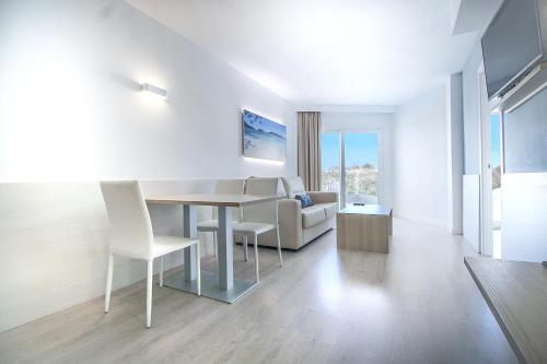 Suite Junior con zona de cocina y terraza (Junior Suite with Kitchenette and Terrace)