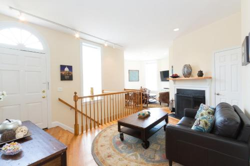 Capitol Hill/Stanton Park/2 BDRM Home w/parking