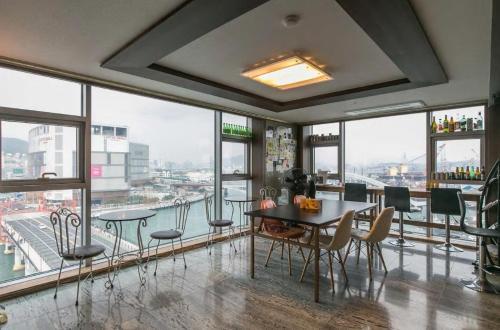 AJ House, Pusan