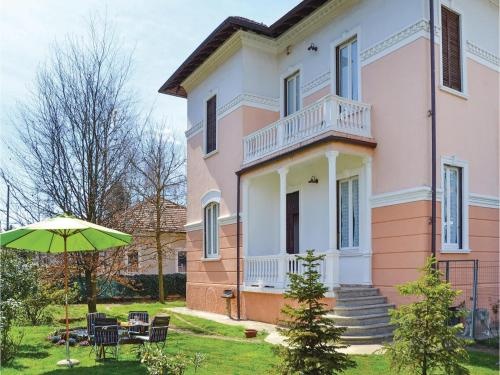 Two-Bedroom Holiday home Castelletto S. Ticino with a Fireplace 09