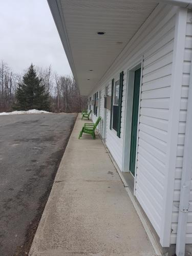Covered Bridge Inn & Suites