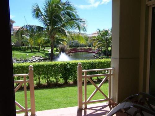 Modern Updated Lake View Villa, Humacao