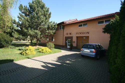 H+M Penzion front view