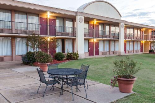 Days Inn by Wyndham Hillsboro TX
