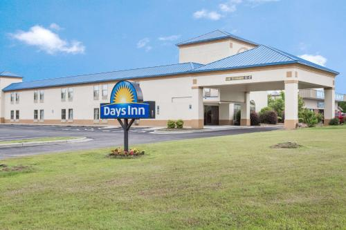Days Inn by Wyndham Selma
