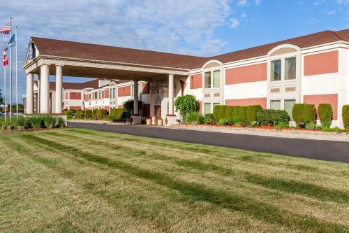 Days Inn & Suites by Wyndham Roseville/Detroit Area