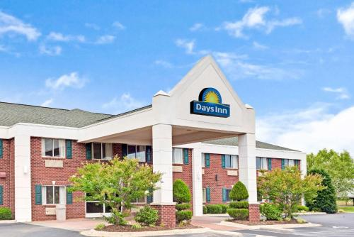 Days Inn & Suites by Wyndham Siler City