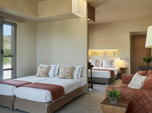Junior Suite with Enclosed Balcony (2 Adults + 2 Children)