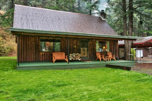 Luxurious Log Cabin at White Pass
