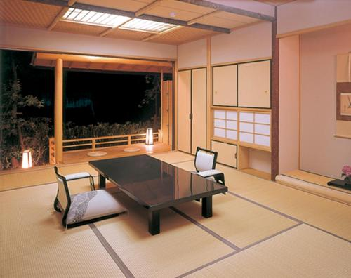 Japanese-Style Superior Room with Moon-viewing Platform